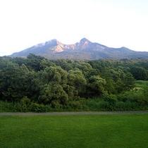 客室の窓から望む磐梯山