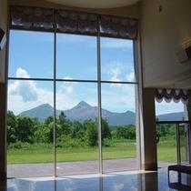 窓越から望む磐梯山