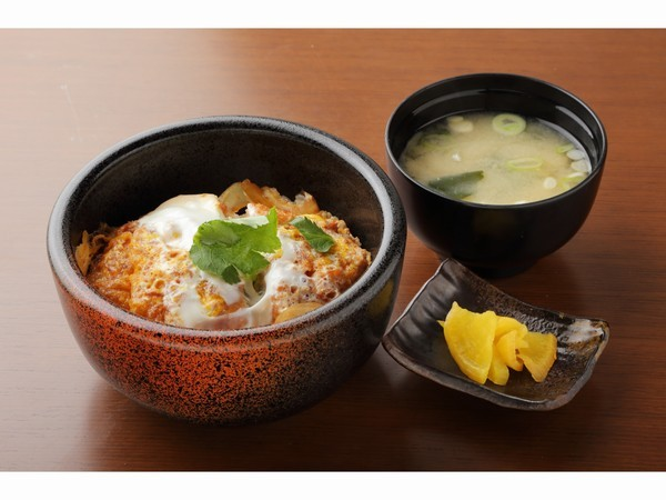 かつ丼(520円)