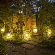 夜の玄関先