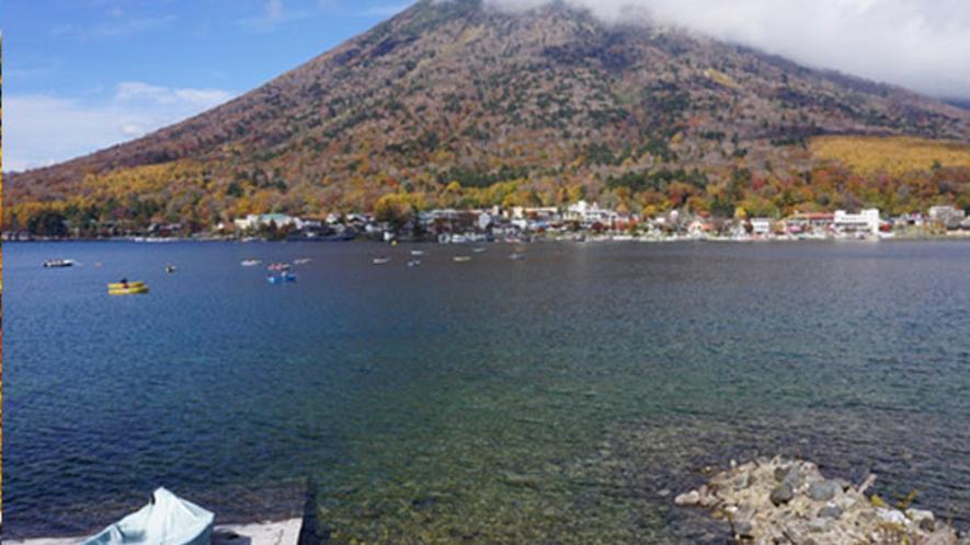 秋の中禅寺湖と男体山 10月下旬
