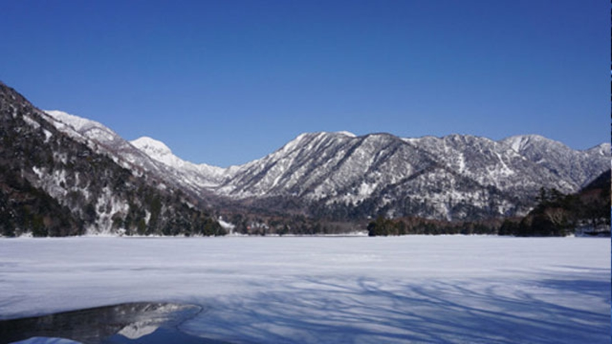 凍結した湯ノ湖 2月中旬