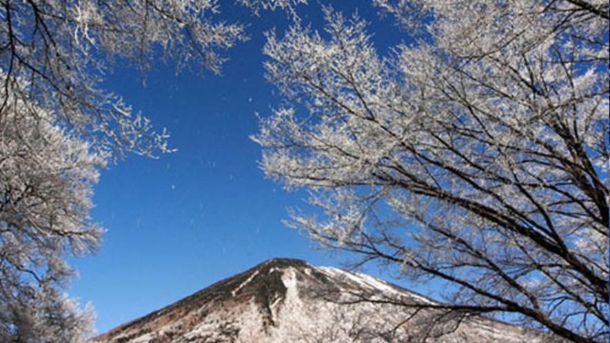 冬の男体山
