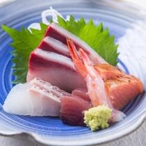 朝獲れの新鮮なお魚