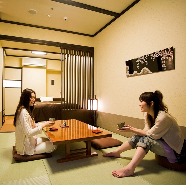「和洋室」 ダブルサイズベッド+くつろぎ空間