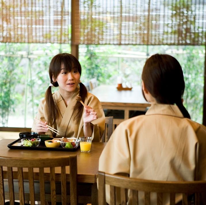 【朝食】食事シーン