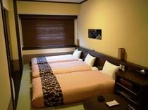 「和洋室」シングルベッド3台+くつろぎ空間…29.8㎡
