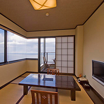 【本館】角部屋のお部屋は、景色をパノラマでお楽しめる