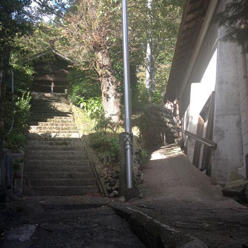 山里の湯への道4
