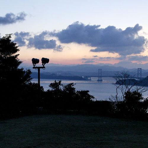 目の前に広がる「瀬戸内海」は、凪いだ静かな海です。