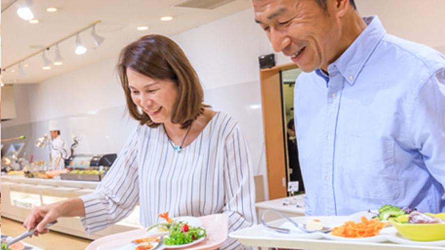 郷土料理や和・洋・中の豊富なメニューがあります。