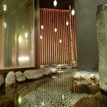 天然温泉「灯の湯」男性大浴場「外気浴 岩風呂」②