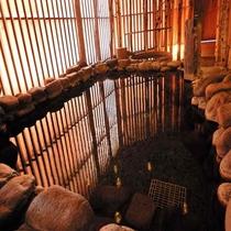 天然温泉「灯の湯」女性大浴場「外気浴 岩風呂」③