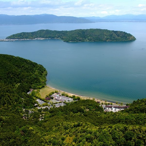 休暇村と沖島の風景