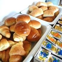 パンはいつも3種類♪ ジャムも各種ご用意しております。