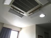 エアコン吹き出し口には風除けを設置しています
