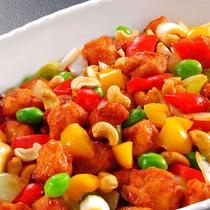 6月メニュー一例『鶏カシューナッツ炒め』