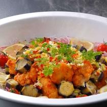 10月メニュー一例『鶏と秋茄子の油淋ソース』