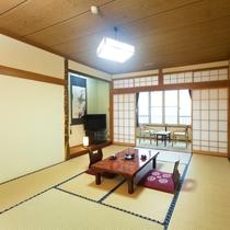 *【客室/本館10畳】畳の上で足を伸ばして、のんびりお過ごしいただけます。