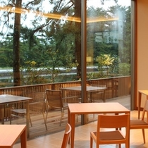 【石釜レストラン MON】いつもの毎日から離れた、開放感と料理をごゆっくりお楽しみ下さい。