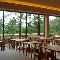 【石釜レストラン MON】窓の向こうは天橋立。非日常の景色が料理と共に思い出づくりをお手伝いします
