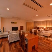 *プレミアムスイート(1301号室)/グループやファミリーでのご宿泊は、ベッドと畳で寛げる客室が◎