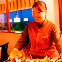 レストランスタッフ 真心と笑顔でサービス