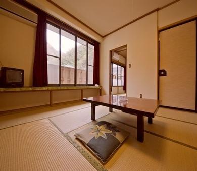 ゆったり広い和室 /14〜16畳<トイレ・洗面所付>