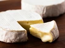 北海道産チーズ。白糠酪恵舎と共働学舎新得農場のチーズをご用意しております。