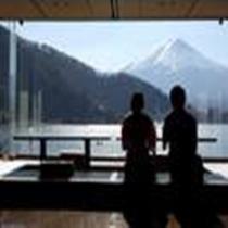 富士山を臨むレストラン