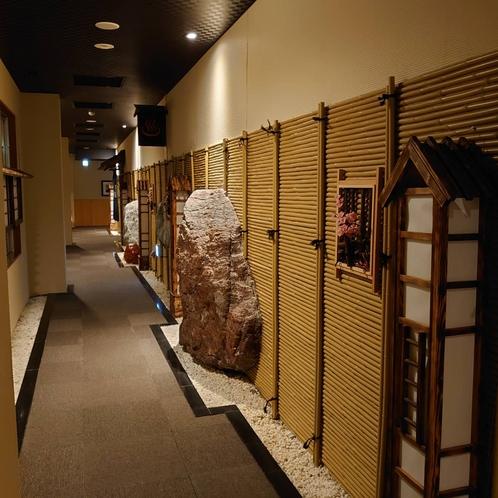 7階大浴場までの通路