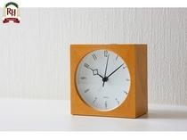 《置時計》目覚まし機能付きです。ご予定に合わせてご利用下さいませ