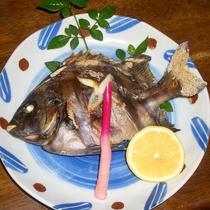 <スタンダードの夕食一例>焼き魚