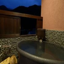 【露付客室】板の間+畳スペース(客室露天風呂)