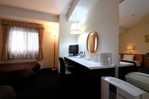 ツインルーム standard (室内18.0m2 ベッド110cm バスルーム1.5x2.0m)