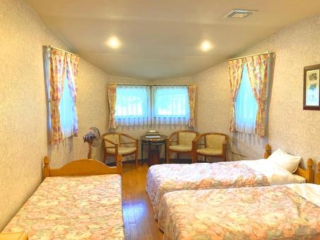 トリプルルーム/ゆったりとしたお部屋4名までご利用可能