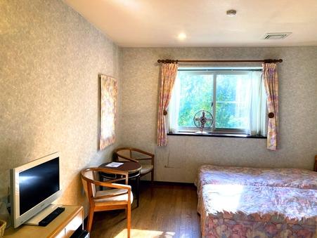 ツインルーム/落ち着いた雰囲気のお部屋