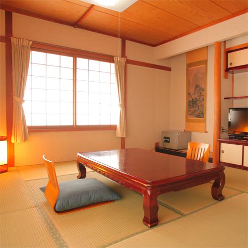 【和室10畳】ほどよい広さが心地よい、純和風のお部屋です。(一例)