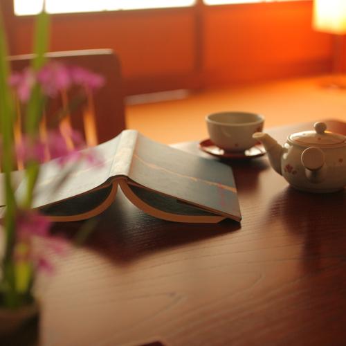 観光はもちろん楽しいですが、お部屋でゆっくり本を読む、そんな過ごし方もいいものです。