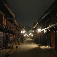 夜の古い町並みを歩いてみませんか?実はとても風情のあるお勧めスポットですよ。