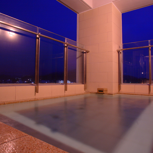 姉妹館「スパホテアルピナ」の展望大浴場。清龍にご宿泊の方は【無料】でご利用いただけます。