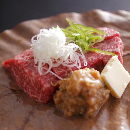 【飛騨牛たっぷり贅沢コース】飛騨牛の朴葉みそステーキは、飛騨高山を代表する郷土料理