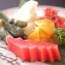 【追加オプション】飛騨の赤かぶや白菜切り漬など飛騨の味を集めました。漬物盛り合わせ一人前1,000円
