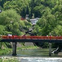 高山のシンボル『中橋』。古い町並みのすぐ近くで、人気の撮影スポットです。
