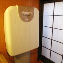 【すずめの湯・女性脱衣室】赤ちゃん連れのお客様のために、おむつ替え用のベッドも設置。