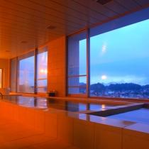 姉妹館スパホテルアルピナのお風呂も、無料でご利用頂けます。最上階からの眺めは抜群です。