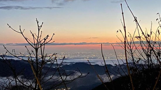 *冬の朝焼けはこんなにきれいに見えます。