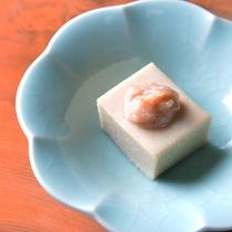 *手作りゴマ豆腐/御岳のおいしい水で作っています。手間暇かけた香ばしい一品です。