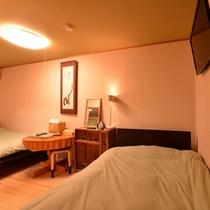 *特別室(一例)/山の彩りを愉しむ一室。自然のぬくもりに包まれて安眠の夜をお過ごし下さい。