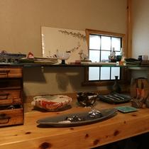 *【陶器ギャラリー一例】館内には陶器が飾っており、滞在中のんびりと楽しめます。